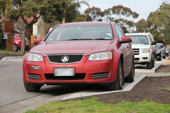 CAN SOMEONE TELL CESSNOCK COUNCIL THAT THE NSW GOVT PROVIDES CLEAR PARKING GUIDELINES FOR NARROW ROADS